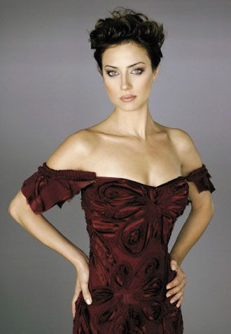 Sanem Çelik Epeydir ortalarda görünmeyen Çelik, eğer Hollywood'da yaşasaydı Giovanna Mezzogiorno'nun Kolera Günleri'nde Aşk filminde oynadığı rolü oynayabilirdi.