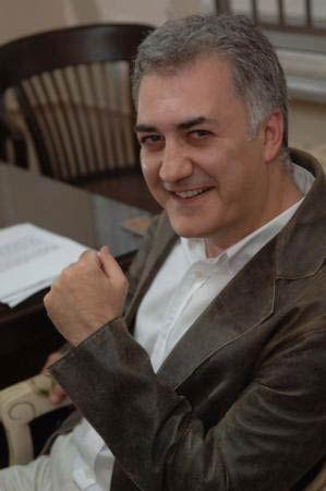 Tamer Karadağlı  Bilkent Üniversitesi Sahne ve Güzel Sanatlar Fakültesi Tiyatro Bölümünden mezun oldu