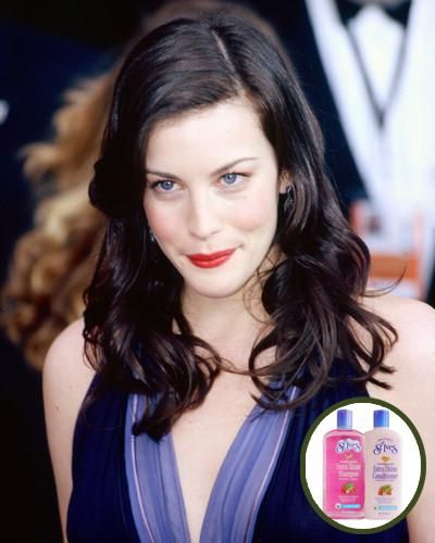 Liv Tyler: Doğal ve uzun saçlarıyla tanınan Liv Tyler'ın bu konudaki en büyük yardımcısı, durulanmayan bakım kremleri. Özellikle St. Ives'in saç ürünlerinden vazgeçemiyor.