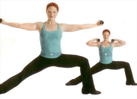 BICEP WARRIOR   Omuz, kol (bicep), kalça, diz, iç ve dıs baldır kaslarını çalıştırıyor.   Her iki eline 3-4 kilogramlık bir çift dambıl alarak kollarını iki yana aç. Sol ayağını 90 derece dışarı açarak sol bacağını 90 derece kır. Kalça ve omuzlar öne doğru bakmalı. Kollarını omuz hizasına gelecek şekilde iki yana kaldır (A). Dirsekleri bükerek dambıllan omuz hizasına getirirken kollar yere paralel olmalı (B). 15-20 defa tekrarladıktan sonra 30 saniye dinlen sonra da egzersizi sağ ayağı dışarı açarak uygula.