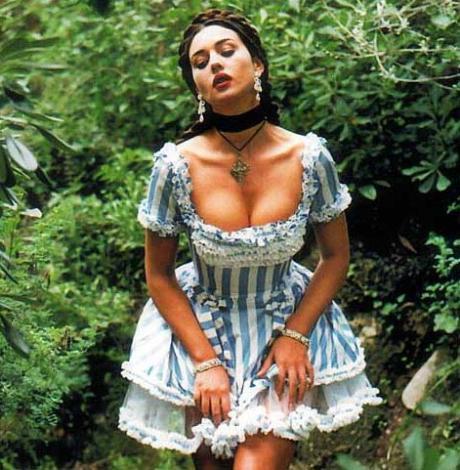Monica Bellucci  1964 doğumlu bir başka ünlü yıldız Bellucci için söyleyecek fazla söz yok.