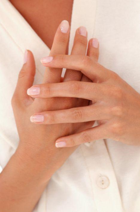 5 adımda kusursuz eller  Kadınların kişisel bakım için sadece yüzünü temizlemesi, nemlendirmesi yetmiyor. Ellerin bakımı da çok önemli; İşte elleri  5 adımda kusursuz görünüme  kavuşturmanın sırları...