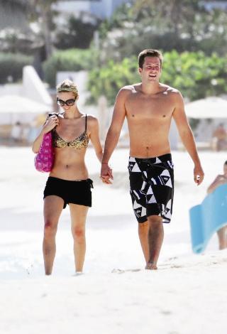 """Son tatil  Paris Hilton, Hello!'ya verdiği röportajda, """"Doug'ı çok seviyorum, onunla bir aile kurmayı düşünüyorum"""" demişti. Kendinden beklenenin aksine ciddi bir ilişki yaşayan Paris, sevgilisi Doug Reinhardt'la Virgin Adaları'nda tatile çıktı. Ama bu tatilin dönüşünde Paris, Ronaldo'yla öpüşürken yakalanınca bu ilişki bitti..."""