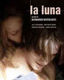 AY (LA LUNA)   Yine Bertolucci yine tartışmalı bir yapım. Usta yönetmenin senaryosunu da Franco Arcalli ile birlikte kaleme aldığı film, aslında pek çok kişinin tehpkisini çeken anne oğul arasındaki ensest ilişki bir yana bırakılırsa şiir gibi görüntüleriyle son derece etkileyici. Türkiye'de gösterime girdiği dönemde tartışma yaratan film, anne ile oğlu arasındaki bu ilişki yüzünden bazı çevreler tarafından lanetlenmişti.