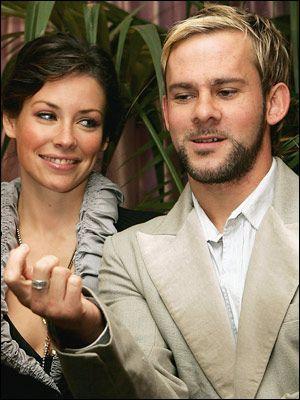 Dizide Kate ve Charlie karakterini oynayan çift dört yıllık birlikteliklerini pekiştirmek için sade bir törenle nişanlandı.