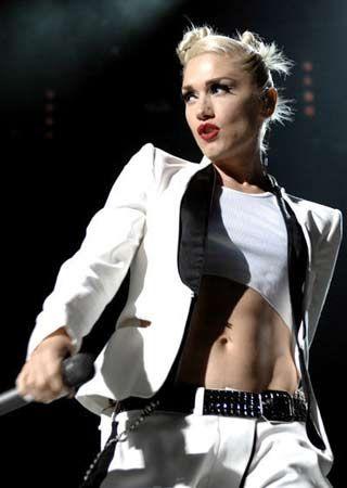 Hamileliği sırasında tam 20 kilo alan ünlü şarkıcı Gwen Stefani, yeni diyet ve egzersiz programı sayesinde neredeyse eski halinden daha iyi görünüyor.