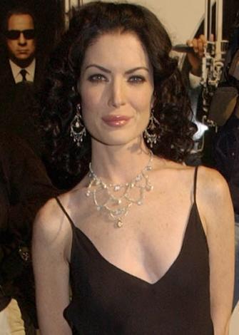 Lara Flynn Boyle da aynı rol için deneme çekimleri yapıldı. Ama yapımcıların tercihi Flockhart'tan yana oldu.