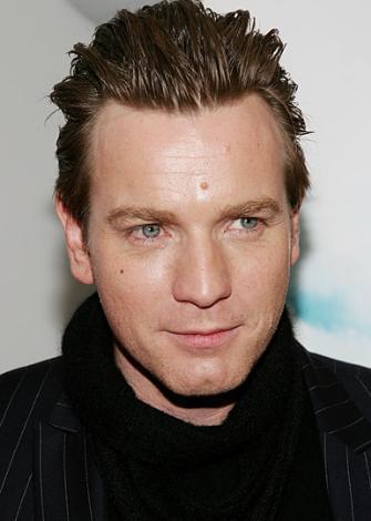 Casino Royale'in yönetmeni Martin Campbell aynı rol için Ewan McGregor'u da düşünmüştü.