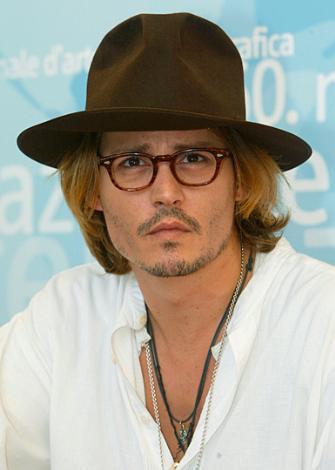 DiCaprio'nun canlandırdığı karakteri Johnny Depp'in oynaması da bir ara gündemdeydi.
