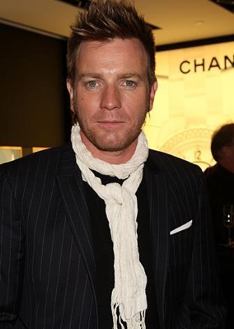 O da olmazsa Ewan McGregor. Ama rol Reeves'in yeniden doğuşu oldu.