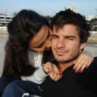 İkili, Facebook'taki fotoğraflarıyla da aşklarını herkese ilan etti.