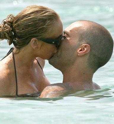 Lindsay Lohan ve Callum Best'in ilişkisi de yaz aşkından öteye gidemedi.   Lindsay Lohan