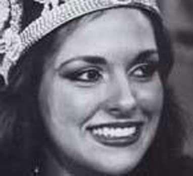 Aydan Şener 1963 yılında Gaziantep 'ın Kilis ilçesinde doğan Şener, 1981 yılında Türkiye güzeli seçildi.