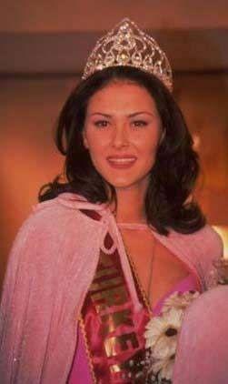 Ayşe Hatun Önal 1999 Türkiye güzeli... Taç giydikten sonra mankenlik yapmaya başladı. Uzun süre mankenlik yaptıktan sonra, Can Gürzap'tan diksiyon dersleri alarak özel bir kanalda sunuculuk yaptı.