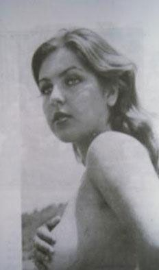 Ahu Tuğba   Gerçek adı Tuğba Çetin olan yıldız 1963 İstanbul doğumlu.