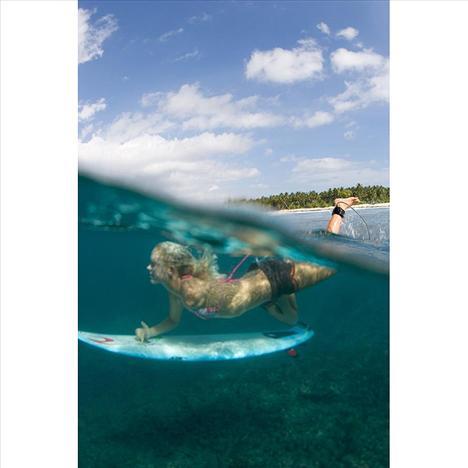 Ama bu korkunç kaza onu yıldırmadı ve 3 hafta içinde denize ve sörfe geri dönerek büyük bir cesaret örneği gösterdi.