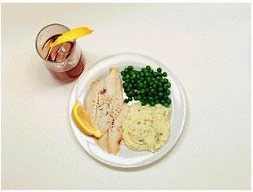 Balık - 365 kalori   Beyaz etli bir dilim ızgara balık 100 gram patates püresi 1 parça tereyağ 100 gram bezelye 1 bardak diyet kola   Anasayfaya dönmek için tıklayın!