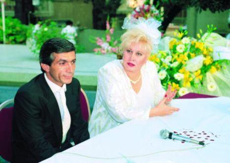 Ünlü kabadayı' Hasan Heybetli, ünlü sanatçı Muazzez Abacı ile üç kez nikah masasına oturdu.