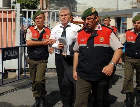 """Ablası Nazan """"Hapiste olan Yaşar Öz var ya, sana hasta oluyormuş. Seninle tanışmak istiyor"""" demesiyle ilişkileri başladı."""