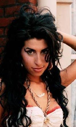 Amy Winehouse   Uyuşturucu bağımlısı olduğunu bilmeyen yok. Geçen yıl eski asistanının açıklamalarıyla bir seks bağımlısı olduğu da ortaya çıktı.