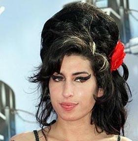 Winehouse çıktığı uzun tatilin ardından şimdi biraz daha uslu bir yaşam sürdürüyor.