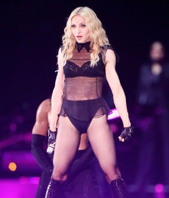 Şovları ve video klipleri nedeniyle Katolik âleminin eleştiri oklarına hedef olan Madonna, bu kez de dindar Polonyalıların tepkisini çekti.