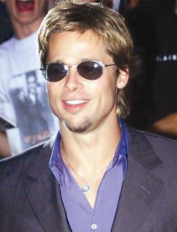 Brad Pitt  Brad Pitt hayranı 19 yaşındaki Athena Rolando isimli genç kız, ünlü aktörü gölge gibi takip ediyordu. Athena bir gün Pitt'in evine girmeyi başardı.