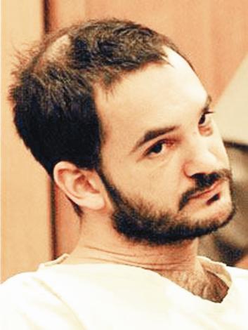 John Michael Hughes, üç yıl boyunca ünlü yıldıza 150 metre yaklaşmama cezasına çarptırıldı.
