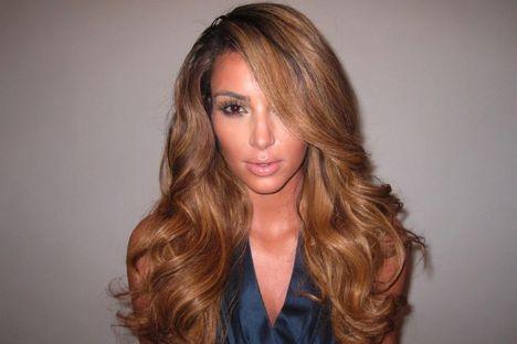Kim Kardashian erkek arkadaşıyla ayrıldıktan sonra saçlarının rengini açtırdı.