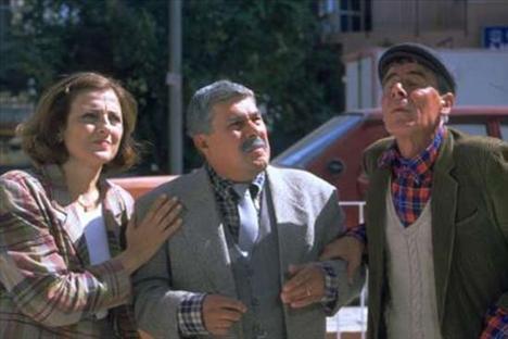 GÜLER ÖKTEN Doktor Türkan'ı oynayan Güler Ökten,efsane diziden sonra bir çok dizi ve sinema filmde rol aldı.