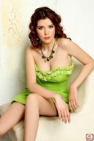 Ülkemizi 23 Ağustos'ta Bahamalar'da yapılacak olan 'Miss Universe' yarışmasında temsil edecek olan Türkiye İkinci güzeli Senem Kuyucuoğlu, yaşıtlarıyla pek anlaşamadığını ilişki yaşadığı kişiyle arasında 10 yaş farkı olması gerektiğini ancak yaş aralığının çok fazla da açılmamasından yana olduğunu ifade etti.
