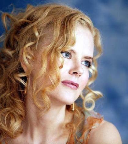 Nicole Kidman da Anderson gibi 1967 doğumlu. Her ne kadar botoks desteği alsa da yine de Pamela Anderson'dan daha taze bir görünüme sahip.