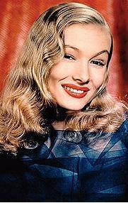 Alba, katıldığı davetlerde sık sık 1940'ı yılların ünlü yıldızı Veronica Lake'in tarzını benimsiyor.