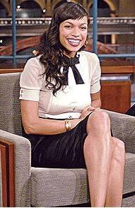 Rosario Dawson, bakın giyim tarzıyla bile kimin birebir kopyası gibi.