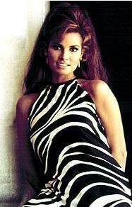 Ünlü yıldızın 1965'te giydiği bu elbise hala bir çok ünlüye esin kaynağı oluyor.