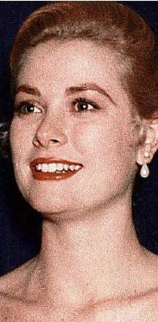 Pek çok kişi Paltrow'un mesafeli duruşunu Grace Kelly'ye benzetiyor.