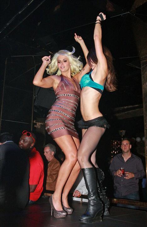 Karissa ve Kristina Shannon - 7