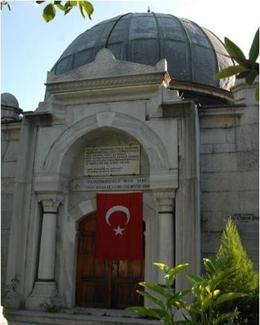 Gazi Osman Paşa Türbesi  Plevne kahramanı olarak nam salmış Gazi Osman Paşa'nın türbesi. Fatih Camii avlusunda konumlanmış.Türbeyi 1900 yılında Sultan II. Abdülhamid,Mimar Kemaleddin'e yaptırmış.
