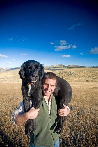 HARİCİ CANAVARLARI   • Alman Çoban-tipi köpek: Bacak arası koklayıcısı. • Labrador-tipi köpek: Dostça ve eğlenceli, ancak çok fazla egzersize ihtiyaç duyar. • Corgi-tipi köpek: Sinirlendirecek kadar yakışıklı ama mesafeli olmaya saygılı. • Rottweiller-tipi köpek: Koruyucu kıskanç tip -muhtemel suistimal edici. • İran kedisi: Memnun etmesi zor ve biraz da tembel. • Kısa tüylü kedi: Kendine güvenli. • Kuş/balık/herhangi bir sürüngen: Yaklaştığınızı hissettiği anda, geri çekilecektir. • Kemirgen: Gizli bir gözlemci. • Evcil yabani hayvan: Rahat, şefkatli ancak, ilgi göstermesine karşılık pek çok talepleri vardır.