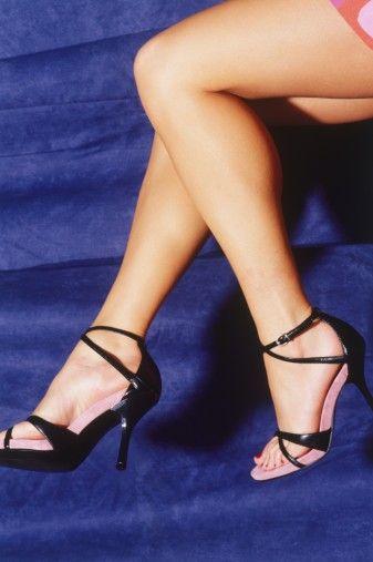 Stiletto büyüsü!  En son ana kadar yüksek topuklu ayakkabılarınızı çıkarmayın. Bu, bacaklarınızı daha uzun ve sanki porno filminden çıkmış gibi gösterecektir.