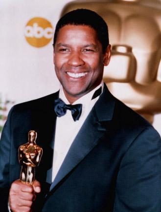 DENZEL WASHINGTON  En iyi erkek oyuncu dalında Oscar kazanan ikinci erkek oyuncu olarak tarihe geçen Denzel Washington'ın hayatının ilk yılları hiç de kolay geçmedi. Çalışmaya bir berber dükkanında çırak olarak başlayan Washington tıraş sonrası müşterilerin giysilerini fırçalıyordu.