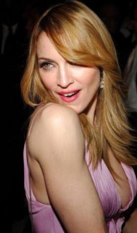 MADONNA Müziği, sahne giysileri ve zaman zaman Katolik kilisesini kızdıran çıkışları ile adından söz ettiren Madonna, bir Dunkin Donuts'ta kasiyerlik yaparak geçimini sağlıyordu.