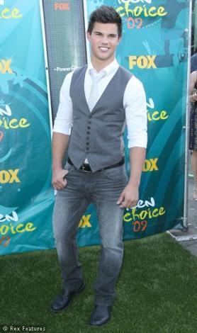 Christian Slater bir gün emekli olduğunda yerine Taylor Lautner geçecek.