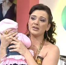 Esra Ceyhan   Ceyhan, televizyon ekranlarının en çok ağlayan ünlüsü unvanını çoktan kazandı.