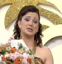 Esra Ceyhan  Bazen bir bebek, bazen bir acı anı Ceyhan'ın gözyaşlarının sel olmasına yetiyor.
