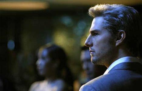 Tom Cruise (4 kez öldü)  Hangi filmlerde: Taps / Vanilla Sky / Teminat  (Collateral) / Operasyon Valkyrie  Bu filmlerin içindeki en iyi ölüm sahnesini 'Taps' filminde oynamıştır herhalde. Gerçekten Cruise bu filmde nefes kesiyor.