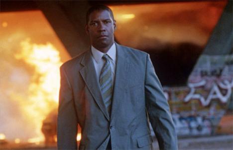 Denzel Washington (7 kez öldü)  Hangi fimlerde: Özgürlük Çığlığı (Cry Freedom) / Zafer (Glory) / Heart Condition / Malcolm X / Cani Ruh (Fallen) / Vaizin Karısı (The Preacher's Wife) / İlk Gün (Training Day) / Gazap Ateşi (Man on Fire)