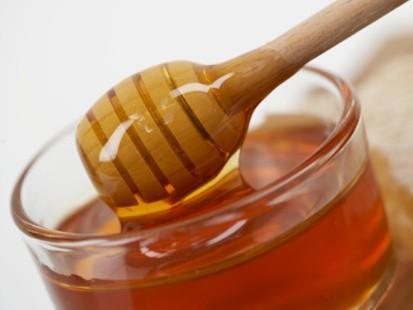 Soğuğa karşı çay    Ancak herhangi bir çay değil; sarı papatya çayı. London Imperial College araştırmacılarına göre bu çay sizi kış aylarının sıkıntılı zamanlarında koruyacak. İki hafta boyunca günde beş bardak papatya çayından içen insanların kan değerlerinde bitkisel bir bileşim olan polifenolun arttığı gözlemlenmiş. Araştırmanın başı olan Doktor Elaine Holmes, katılanların değerlerinin çayı bıraktıktan sonra iki hafta boyunca yüksek olduğunu belirtiyor. Papatya çayı aynı zamanda glisin değerlerini yükselttiğinden, sinirleri rahatlatır ve yatıştırır.