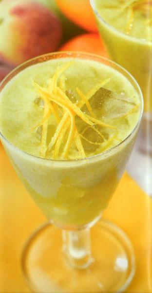 C vitamini deposu  Bu tarifte kullanılan bütün ürünler C vitamini bakımından çok zengin ürünlerdir. Nezle ve grip için birebirdirler. Kışın vazgeçemeyeceğiniz bir içecek olacaktır.  MALZEMELER (2 kişilik) 2 adet armut, 1 adet kivi, 2 adet limon, 1 adet greyfurt, 1 adet havuç  HAZIRLANIŞI Kivi, limon ve greyfurtun kabuklarını soyup, Moulinex Juice Machine Katı Meyve Presi ile sularını sıkın. Ardından armut ve havuçları ekleyerek sularını sıkın. Servis bardağına doldurun ve birkaç parça buz ekleyerek servis edin.