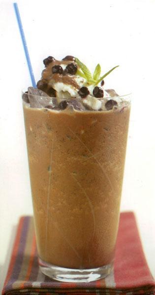 Vanilya çikolata shake  Çikolatalı dondurmayı içmeye ne dersiniz... Sıcak günlerde uzun uzadıya içebileceğiniz bir shake.  MALZEMELER (2 kişilik) 1 fincan hindistancevizi sütü, 1 tutam vanilya, 2 top çikolatalı dondurma, 7-8 küp buz   HAZIRLANIŞI  Bütün malzemeleri Moulinex Direct Cocktail Blender'ın haznesine doldurun ve karıştırın. Buz doldurulmuş bir bardağa koyup servis edin.